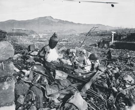 Американские бомбардировщики в буквальном смысле стирали с лица земли один японский город за другим. Фото NARA