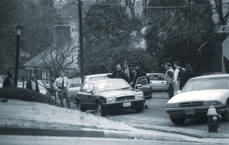 Арест Эймса группой захвата из ФБР. Фото с сайта www.fbi.gov
