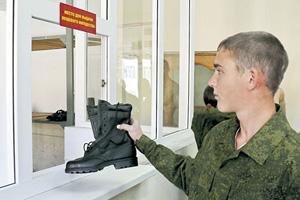 Солдату не приходится задумываться, найдутся ли в бюджете деньги на второй ботинок. Фото с официального сайта Министерства обороны РФ