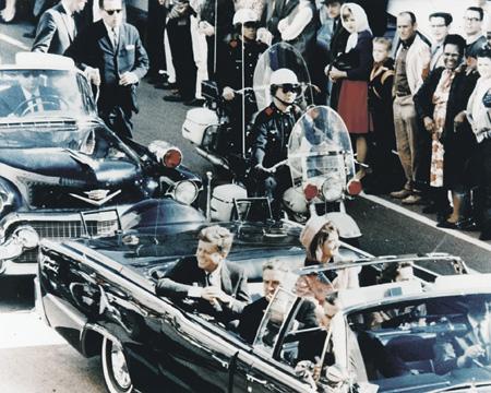Президент Джон Кеннеди быстро избавился от пагубного влияния спецслужб, но ему это стоило жизни. Фото Уолта Циско