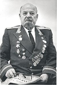 Фронтовик генерал-майор Болознев возглавил военную кафедру в послевоенные годы.Фотографии предоставлены автором