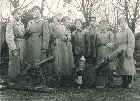 47-мм миномет Лихонина и 9-см бомбомет типа ГР. Фото начала ХХ века