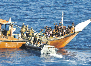 Европейским военным и правоохранителям удалось в значительной мере снизить угрозу со стороны пиратов и прекратить перевозку африканских нелегалов морем. Фото с сайта www.eunavfor.eu