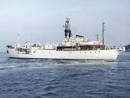 Поисковое судно «Мицар», с помощью которого были обнаружены затонувшие американские подлодки «Трешер» и «Скорпион», для поиска К-129 не годилось. Фото с сайта www.history.navy.mil