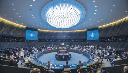 Одна из горячих тем на заседаниях Североатлантического альянса – сдерживание Москвы. Фото с сайта www.nato.int