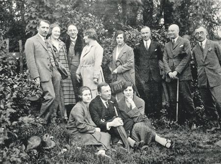 Евген Коновалец (на снимке крайний слева) с единомышленниками в Берлине. Фото 1927 года.
