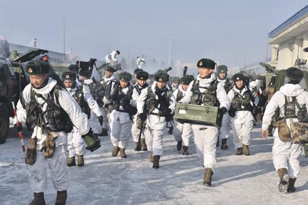 Китайская армия готовится воевать и в зимних условиях.