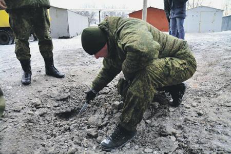 Опять с украинской стороны на территорию ДНР ежедневно залетают тысячи снарядов и мин. Фото с сайта www.dan-news.info