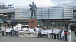 13 августа у памятника Эрнсту Тельману состоялся пикет военнослужащих. Фото Александра Шарковского