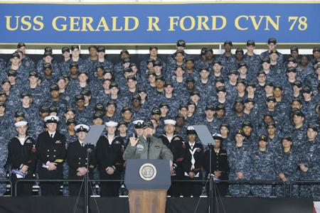 Президент США Дональд Трамп намерен сделать Америку вновь великой в том числе и за счет постройки новых кораблей. Фото с сайта www.dvidshub.net