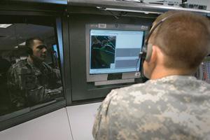 Аляска, Форт Грил. Оператор 49-го батальона ПРО моделирует перехват, быть может, иранских ракет. Фото с сайта www.defense.gov