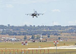 С очередным боевым заданием в сторону Сирии, Ирака или курдских  лагерей пешмерги отправился F-16 турецких ВВС. Фото Reuters