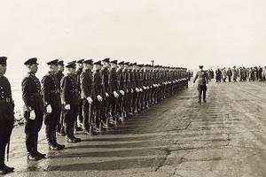 Почетный караул готовится к встрече высокопоставленных зарубежных гостей. Фото Национального управления архивов и документации США