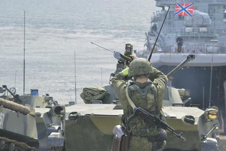 Подразделения ВДВ были переброшены с материковой части России на полуостров, чтобы выполнить ряд учебно-боевых задач на незнакомой для них местности. Фото с официального сайта Министерства обороны РФ