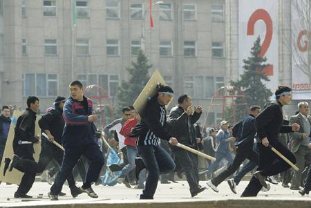 Руководство хорошо спланированными «народными выступлениями» осуществляется из единого центра. Фото Reuters