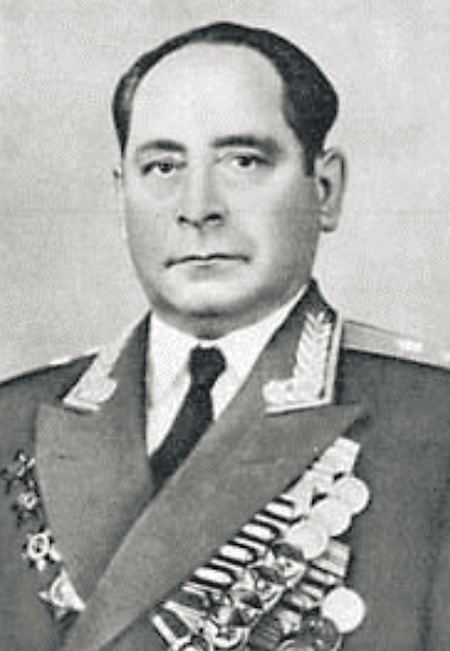 Первый начальник электротехнического отдела (в последующем генерал-лейтенант) Михаил Фадеевич Иоффе.