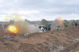 Сирийская свободная армия  обстреливает позиции противника. Фото Reuters