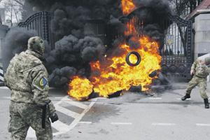 Сбежавшие с фронта бойцы добровольческих батальонов атакуют уже не защитников Новороссии, а Минобороны Украины. Фото Reuters