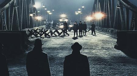 Обмен разведчиками происходил в соответствующей обстановке.  Кадр из фильма «Шпионский мост». 2015