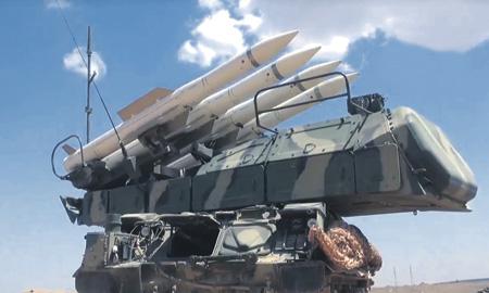 """Сирийские зенитные ракетные комплексы, такие как изображенный на фото """"Бук"""", побили """"ракетную команду"""" Запада с разгромным счетом. Кадр из видео Youtube"""