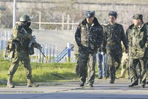 Абсолютное большинство украинских военнослужащих, располагавшихся в Крыму, предпочли перейти на службу в Российскую армию, видя в этом для себя более приемлемую перспективу. Фото Reuters