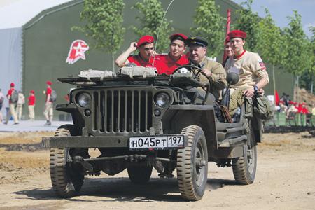 Работа с молодежью, организация патриотического воспитания должны стать первоочередными задачами государства. Фото с сайта www.mil.ru