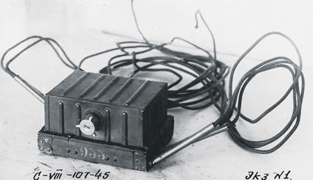 Прибор для взрывов фугасов Ф-10. Вес прибора 4,75 кг. Фото публикуется впервые.