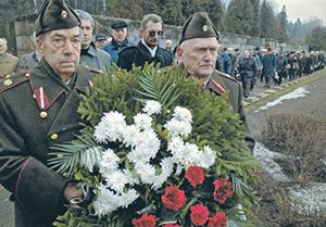 Во всех странах Балтии сегодня воздаются почести не ветеранам Советской армии, разгромившим фашизм, а тем, кто воевал против них.  Фото Reuters